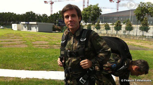 4462425-david-pujadas-a-saute-en-parachute-diapo-1
